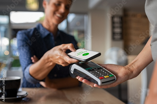 Fotomural Woman paying using NFC technology