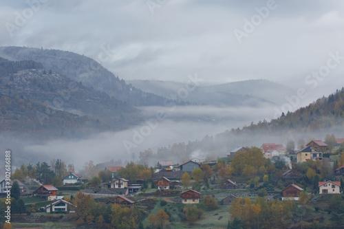Village des Vosges sous la brume
