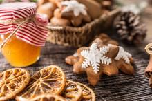 Gingerbread Christmas Cookies ...