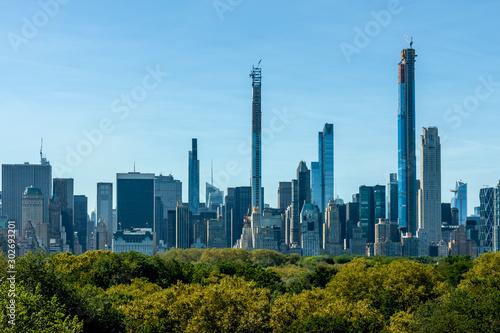 Foto auf AluDibond Blau New York skyscrapers over Central Park trees