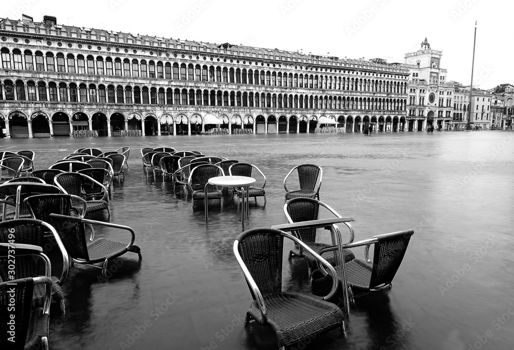 Fototapety, obrazy: Tables and Chairs of an alfresco cafe in Saint Mark Square in Ve