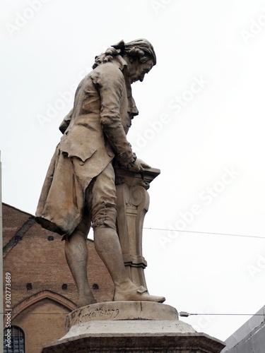 Piazza Galvani, Bologna, Italia: Statua antica di Luigi Galvani Poster Mural XXL