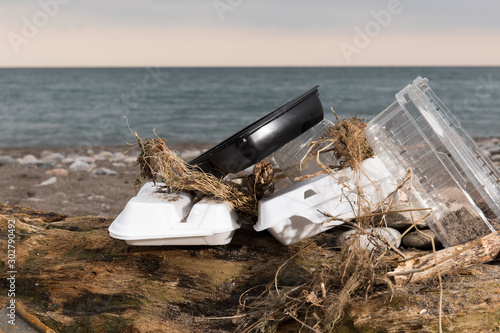 plastic take away food containers polluting a seaside beach Tablou Canvas
