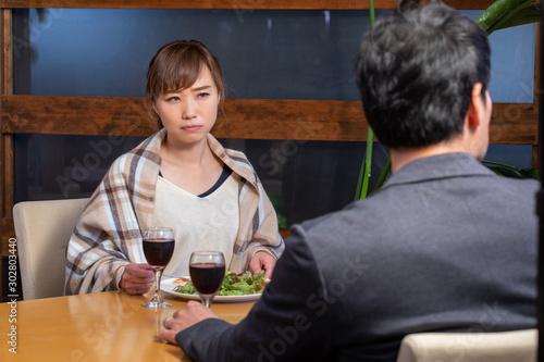 レストランで食事する男女 Canvas Print