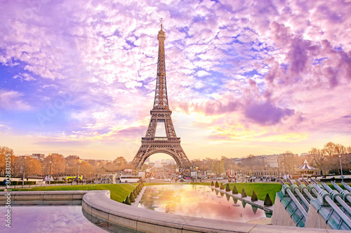 Tuinposter Parijs Eiffel Tower at sunset in Paris, France. Romantic travel background