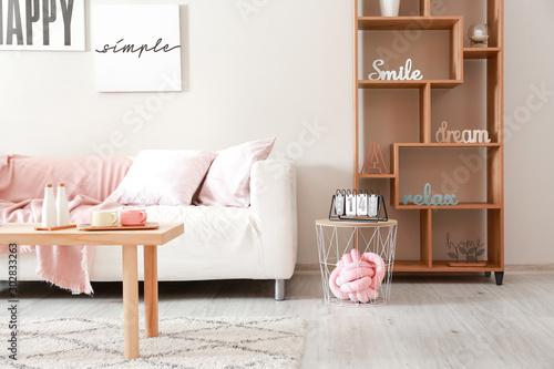 Pinturas sobre lienzo  Interior of stylish modern room with sofa