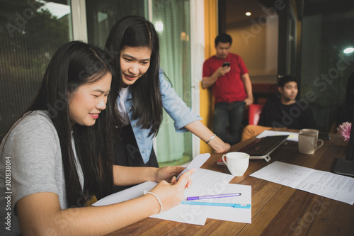 Fototapety, obrazy: asian younger freelance woman talking to working friend in modern office
