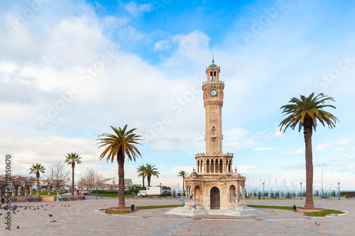 Obraz Konak Square view with palm trees and old clock tower - fototapety do salonu