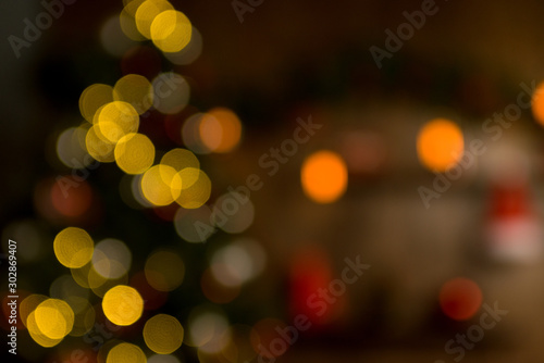 Photo sur Aluminium Macro photographie Christmas home room with tree and festive bokeh lighting, blurred holiday background