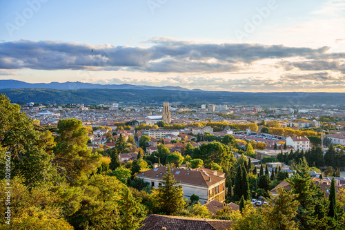 Vászonkép Vue panoramique sur la ville Aix-en-Provence en automne