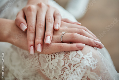 Photo  Close up of woman hands with pastel wedding manicure, copy space