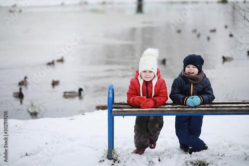 plakat Children in winter park play