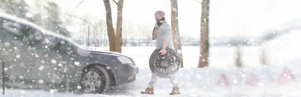 Fototapety, obrazy: A man near a broken car on a winter day