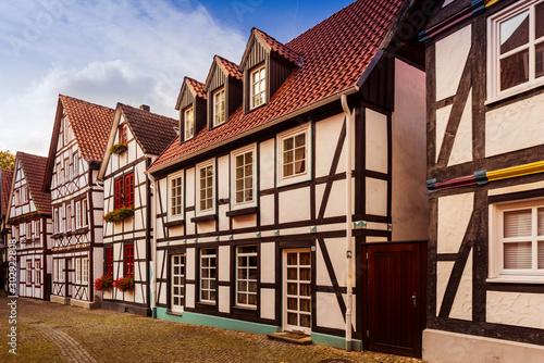 Half-timbered house row in Paderborn (Street on the floorboards) Billede på lærred