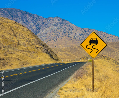 Poster Nouvelle Zélande Curved ahead warning sign on highway road