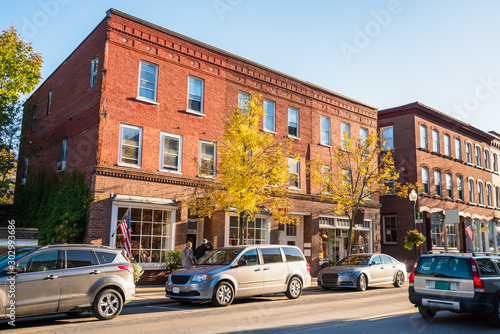 Fotomural  Renovated traditional American brick buildings with shops along a busy street in a downtown at sunset
