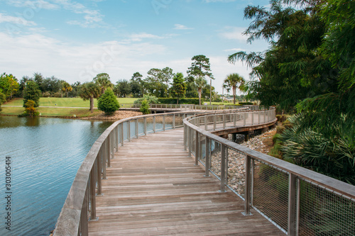 Fototapeta Center Lake Park is a public park with a boardwalk  in the city of Oviedo, Florida