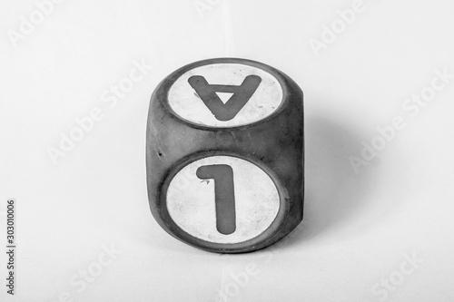 Cubo con letra y número Canvas Print