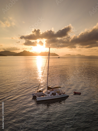 Beautiful view to catamaran boat in Seychelles bay during sunset from a drone, t Fototapete