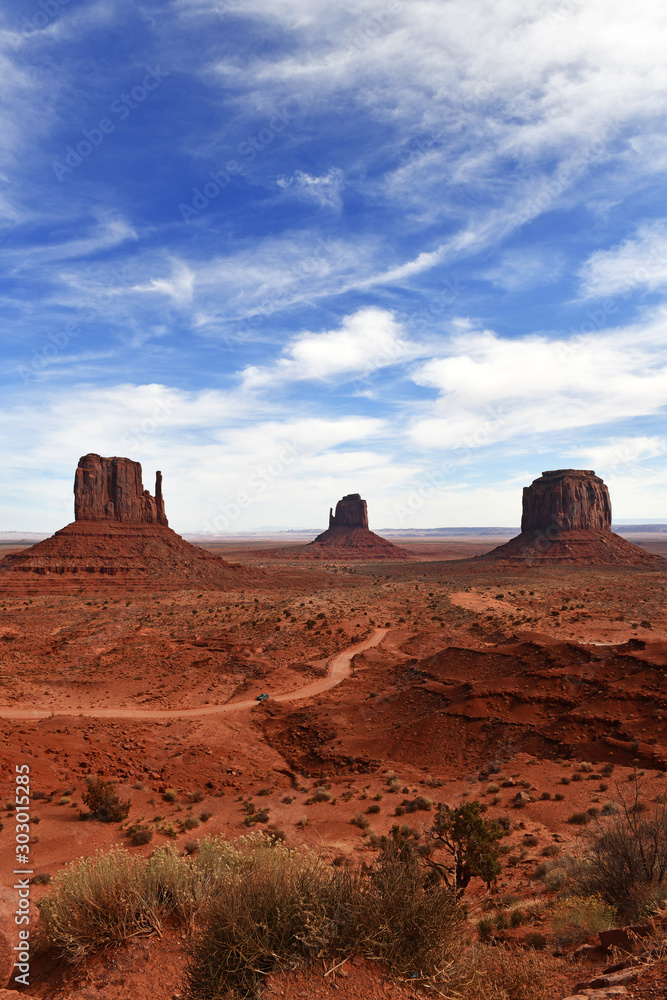 Fototapety, obrazy: The Red rock desert landscape of Monument Valley, Navajo Tribal Park in the southwest USA in Arizona and Utah, America