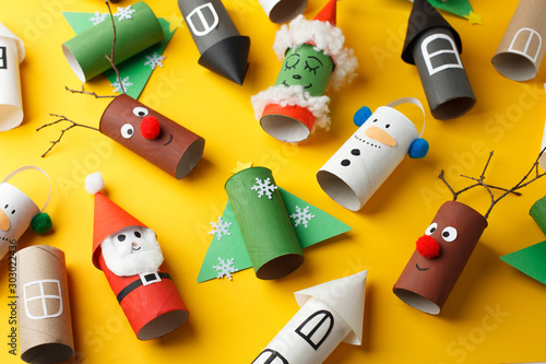 Foto  Collection of toys from toilet roll tube for new year, xmas decor