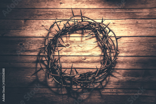 Crown of thorns  on wood background Fototapet