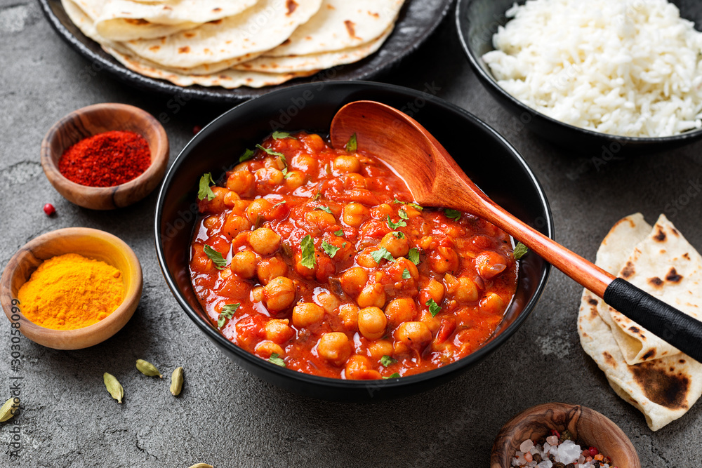 Fototapety, obrazy: Traditional Indian dish chickpea chana masala with rice and flatbread.
