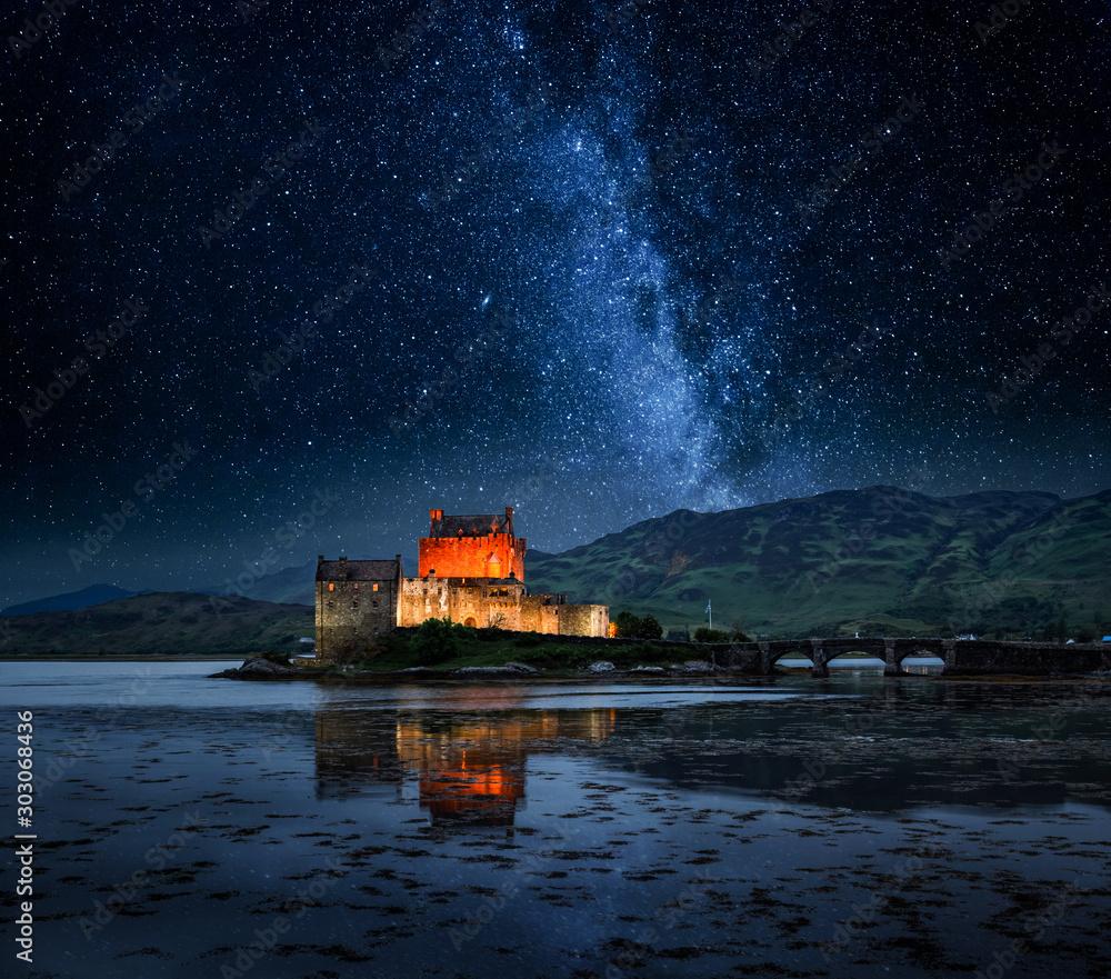 Fototapeta Illuminated Eilean Donan Castle at night in Scotland