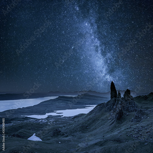 Photo Milky way over Old Man of Storr in Scotland