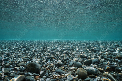 Obraz Pebbles rocks underwater below sea surface in shallow water, natural scene, Mediterranean, France - fototapety do salonu