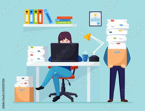 Fotografía  Busy businessman with stack of documents in carton, cardboard box