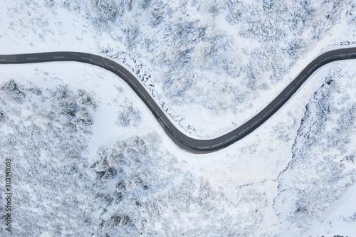 Fototapeta Winter in den Bergen obraz na płótnie