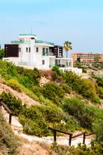 Mediterranean Style Home Showi...