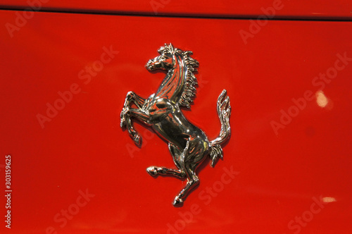 KUALA LUMPUR, MALAYSIA - NOVEMBER 24, 2018: Selected focused of Ferrari car brand emblem and logos Tableau sur Toile