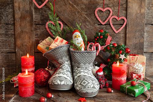 Photo  Stiefel mit Suessigkeiten und Geschenken