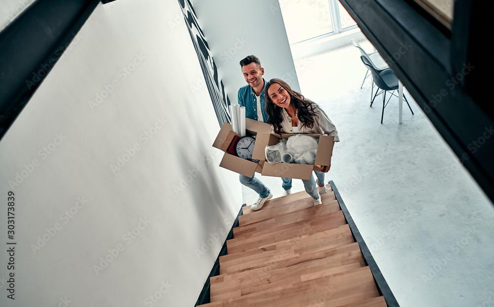Fototapeta Moving a young couple