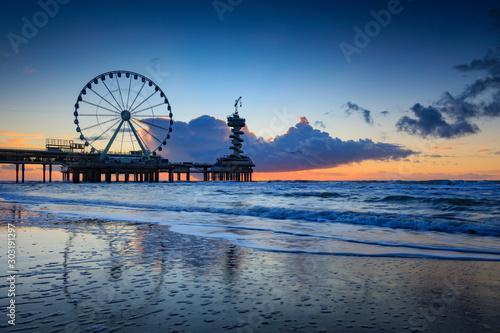 Fototapeta ferris wheel on the Pier at Scheveningen obraz