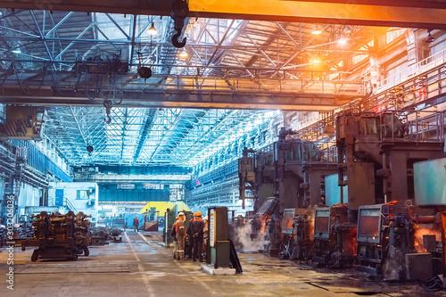 Pinturas sobre lienzo  Workers in the steel mill.