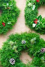 Festive Christmas Wreath Hangi...