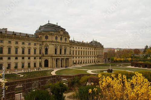 Residenz Würzburg vom Hofgarten aus Wallpaper Mural