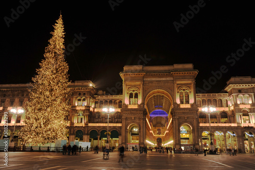 Fond de hotte en verre imprimé Milan Milan illuminated for the Christmas holidays