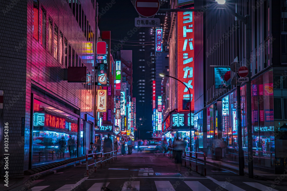 Fototapeta A night of the neon street at the downtown in Shinjuku Tokyo wide shot