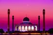 Leinwanddruck Bild - Grand Mosque in songkla in the evening sunset.
