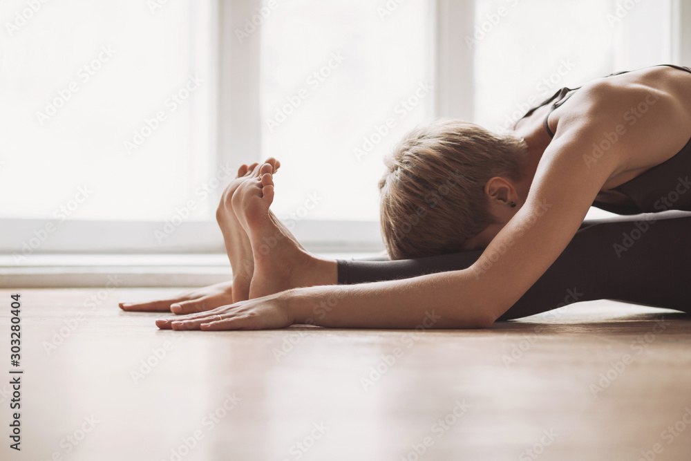 Fototapety, obrazy: Young woman practicing yoga at class, working out, wearing sportswear, indoor, home interior background. Harmony, balance, meditation, relaxation, healthy lifestyle concept