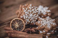 Christmas Cookies With Cinnamo...