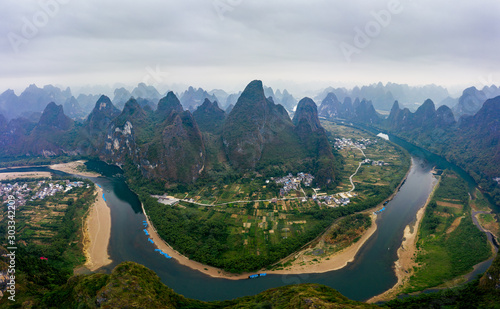 Photo  Xianggong Hill, Guilin China Karst mountains panorama aerial view