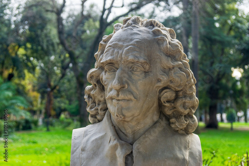 Photo Old marble bust of Gian Lorenzo Bernini in the public park Pincian Hill, Villa B