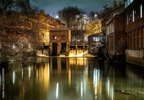 Fototapeta Tama na rzece Akerselva w Oslo