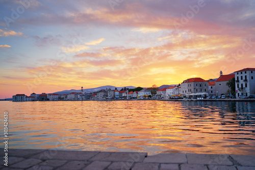 Montage in der Fensternische Lavendel Beautiful sunset landscape. Old croatian town on the sea shore.