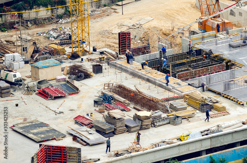 Photo Aerial view of construction site, construction of new building in residential ar